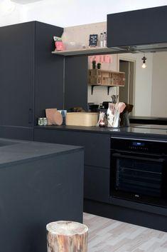 "Nyt AUBO køkken hos TV 2 Nybyggernes hold rød ""Bolette & Jimmi"". #Nybyggerne Kitchen Island, Kitchen Cabinets, Kitchens, House, Ideas, Home Decor, Island Kitchen, Decoration Home, Home"