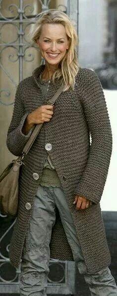 långkofta // garter stitch knit sweater coat // taupe - love this long cardigan/coat Trendy Dresses, Simple Dresses, Sweater Coats, Grey Sweater, Women's Coats, Chunky Cardigan, Poncho Sweater, Garter Stitch, Classy Dress
