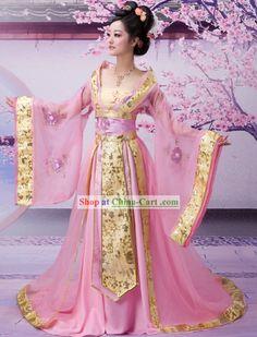 This is a hanfu (traditional Han Chinese clothing). It precedes the kimono and… Japanese Fashion, Asian Fashion, Chinese Fashion, Japanese Geisha, Pink Fashion, Kimono Chino, Pretty Dresses, Beautiful Dresses, Mode Kimono