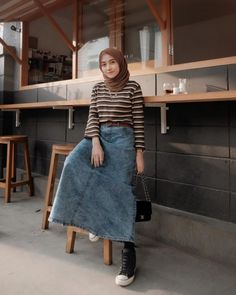 Discover recipes, home ideas, style inspiration and other ideas to try. Hijab Casual, Ootd Hijab, Hijab Chic, Casual Chic, Modern Hijab Fashion, Street Hijab Fashion, Hijab Fashion Inspiration, Muslim Fashion, Retro Outfits