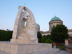 Hongrie - Esztergom Budapest, Statue Of Liberty, Mount Rushmore, Lion Sculpture, Mountains, Nature, Travel, Hungary, Statue Of Liberty Facts