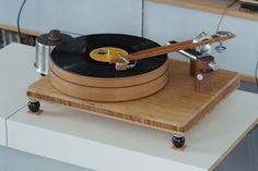 Plattenspieler gebaut aus IKEA Sachen - Jochen Soppa