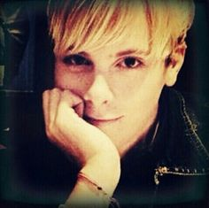 Riker Lynch ! Imagine him look at you like this X_X