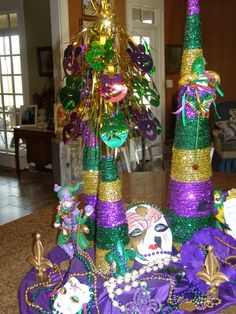 the cranky queen happy mardi gras decoration ideas mardi gras party Carnival Centerpieces, Mardi Gras Decorations, Mardi Gras Outfits, Mardi Gras Costumes, Scary Costumes, Disney Costumes, Mardi Gras Food, Mardi Gras Party, Madi Gras