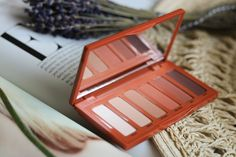 Urban Decay Naked Petite Heat Eyeshadow Palette || Review Heute zeige ich euch die Naked Petite Heat Palette von Urban Decay Cosmetics näher! . https://www.anotherkindofbeautyblog.com/2018/05/urban-decay-naked-petite-heat-eyeshadow-palette-review.html . . . #anotherkindofbeautyblog #newlove #matteeyeshadow #urbandecay #urbandecaypetiteheat #petiteheat #eyeshadow #urbandecayeyeshadow #love #happy #cute #1may #1mai #lifestyle #tuesday #tuesdays #tuesdaymotivation  #urbandecaycosmetic