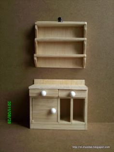 1/12 step by step tutorial, desk with shelves made with balsa wood  instructions are in Spanish