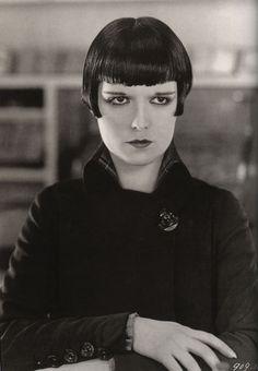 The Roaring Twenties — classic-hollywood-glam: Louise Brooks 😤 Louise Brooks, Hollywood Scenes, Classic Hollywood, Old Hollywood, Hollywood Stars, Kansas, Silent Film Stars, Movie Stars, Portraits
