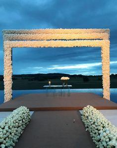 O casamento de 13 horas para 900 convidados de Sarah Mattar e Tiago Diniz https://donaelegancia.wordpress.com/2017/05/23/o-casamento-de-13-horas-para-900-convidados-de-sarah-mattar-e-tiago-diniz/