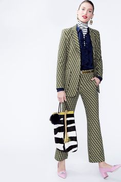 I love the graphic jacquard print of this suit. It sends me into a Gucci frame of mind. One that is more toned down, of course.Crew Fall 2016 Ready-to-Wear Fashion Show J Crew Style, My Style, Fashion Show, Fashion Tips, Fashion Trends, Fashion Fashion, Runway Fashion, Fashion Women, Winter Stil
