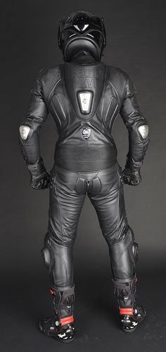 Leather Jeans, Black Leather, Motard Sexy, Bike Leathers, Motorcycle Suit, Biker Boys, Studded Jacket, Outfit, Batman