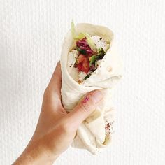 Délices  #urfadurum #pleinlesdoigts #lahmacun #streetfood #sandwich #bread #kurdish #starsbourgsaintdenis #durum #vegan #foodporn #parisjetaime #tacos #yummy by amandinerevolvr