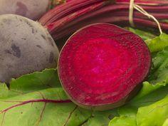 Detoks etkisi gösteren bu besinler vücudu temizler ve kendinizi daha enerji dolu hissetmenizi sağlar. Pancar B3, B6 ve beta karoten deposu olan pancar, demir, magnezyum, çinko ve kalsiyum açısından…