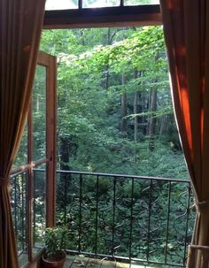 The prize for the most-viewed listing on Airbnb actually goes to a quirky treehouse in Atlanta. Click through to view more amazing photos.