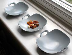 Grey Bon Voyage Plate by Yumiko iihoshi at OEN shop £35.00 http://shop.the189.com/collections/yumiko-iihoshi/products/grey-bon-voyage-plate #gift #buy #oen #craft #porcelain #ceramics #pottery #potter #japan #japanese