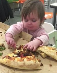 Watch the video of a crying toddler who can only be soothed with the help of a big slice of pizza. Baby Crying Images, Baby Crying Face, Stop Crying, Good Parenting, Hawaiian Pizza, The Help, Watch, Big, Funny