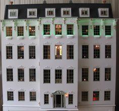 ons eigen poppenhuis wat nog steeds in de afbouw fase is. /  The dollshouse is still in the finishing phase