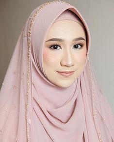 Kebaya Wedding, Muslimah Wedding Dress, Muslim Wedding Dresses, Muslim Brides, Wedding Hijab, Wedding Ceremony, Korean Wedding Makeup, Bride Makeup Natural, Hijab Gown