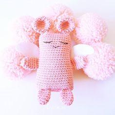 Entre pompones el angelito Anxo  .. .. .................... Shop: ☆ artesesa.bigcartel.com☆ ..................... .. #artesesa#amigurumi#amigurumis#angel#muñeco#muñecos#dolls#regalo#gift#regalos#babyroom#kidsdeco#madeinspain#toy#juguetes#style#pompones#original#cool#chic#fashion#rosa#kidsstyle#niñosfelices#pregnant#embarazo#mibebé#mybaby#bonito#niñas