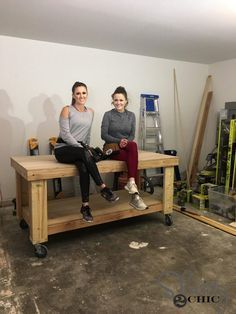 mobile woodworking bench / Woodworking / woodworking bench garage workbench & woodworking bench plans & woodworking bench diy & woodworking bench top & wo diy for beginners plans tips tools Woodworking Bench Plans, Easy Woodworking Projects, Woodworking Furniture, Fine Woodworking, Furniture Plans, Diy Furniture, Wood Projects, Woodworking Garage, Kitchen Furniture