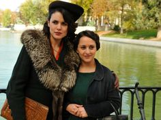 Sira Quiroga y Paquita en el parque. El tiempo entre costuras. Capítulo 7 vía http://www.antena3.com/series/el-tiempo-entre-costuras/