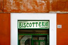 Biscotteria   Raccolta in un angolo di Roma: è una delle insegne dell'Antico Bar Mariani in Via dei Pettinari 46 (ça va sans dire). Non ho resistito a lettering e stile.  Qui se volete fare due passi lì vicino: http://goo.gl/maps/kd6rEeE17BJ2