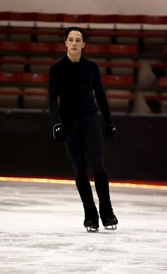 Johnny Weir, Holiday Dreams on Ice 2011 rehearsal. Exclusive photo © David Ingogly @ Binky's Johnny Weir Blog.