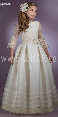Vestido de comunión de diseñador Angel Schlesser 2018 modelo H401. Exclusivo y elegante en seda natural rústica con bordados Pide cita o compra online