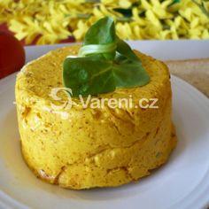 Pikantní česnekovo-salámové chuťovky recept - Vareni.cz Hummus, Toast, Pudding, Cake, Ethnic Recipes, Food, Turmeric, Custard Pudding, Kuchen
