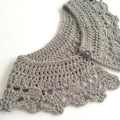 Hand crocheted collar/ peter pan collar -Silver grey- Vintage - Boho -FREE POST - by threebeansinapod on madeit Crochet Collar Pattern, Col Crochet, Crochet Lace Edging, Crochet Woman, Crochet Chart, Hand Crochet, Crochet Stitches, Crochet Patterns, Crochet Classes