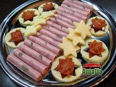 Aperitive reci - idei de platouri aperitive Food Design, Grilling Recipes, Cooking Recipes, Bite Size Appetizers, Romanian Food, Food Decoration, Nutella, Deserts, Goodies
