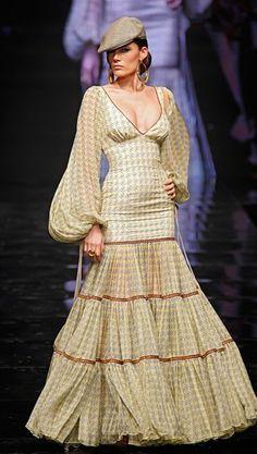 Flamenca Abaya Fashion, Women's Fashion Dresses, Diy Fashion, Fashion Show, Fashion Design, Flamenco Costume, Flamenco Dresses, Spanish Costume, Flamingo Dress