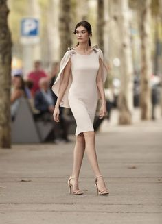 Simple Mother Of The Bride Dresses With Cape Sheath Short Knee Length Wedding Guest Dress Formal Party Gown vestidos de madrinha Simple Dresses, Elegant Dresses, Beautiful Dresses, Short Dresses, Formal Dresses, Chic Dress, Classy Dress, Kleidung Design, Bride Groom Dress