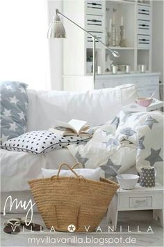 Villa Vanilla Living Room Lounge, Living Room White, White Rooms, Home And Living, Estilo Shabby Chic, Shabby Chic Style, Cosy Corner, Christmas Room, Room Accessories