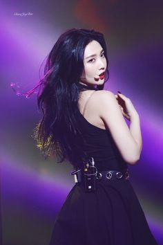 Check out Black Velvet @ Iomoio Kpop Girl Groups, Korean Girl Groups, Kpop Girls, Red Velvet Joy, Red Velvet Irene, Black Velvet, Seulgi, Park Joy, Joy Rv