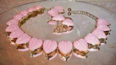 Vintage Lisner Set Pink Thermoset Plastic Choker  Clip Earrings Hanging Hearts $58 or Best Offer