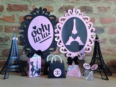 Kit com 10 caixinhas tipo leite, decoradas e personalizados no tema Paris, Barbie ou outro tema também.  Fazemos todos os temas.  Caixinha personalizada, com o nome da aniversariante, pérolas, detalhes, laço de cetim ou renda.  Pode ser feita na em qualquer cor, todas as cores.    Leia as polític... Birthday Cake, Frame, Pink, Decor, Black, Paris Theme, Party Favors, Satin Bows, Custom Crates