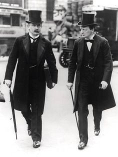 "The ""Terrible Twins"" David Lloyd George and Winston Churchill in 1907 during the peak of their ""radical phase"" as social reformers. David Lloyd George became Prime Minister on December Winston Churchill, Belle Epoque, Edwardian Fashion, Vintage Fashion, Edwardian Era, Mode Costume, Costume Dress, Homburg, Gentleman Style"