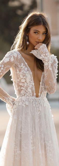 61 Ideas for white bridal robe dream dress Trendy Wedding, Boho Wedding, Wedding Styles, Wedding Gowns, Dream Wedding, Bohemian Chic Weddings, Space Wedding, Ivory Wedding, Wedding Outfits