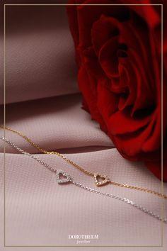 Ob zum Geburtstag, Jahrestag oder Valentinstag - dieses süße Armkettchen mit Herzmotiv in Weißgold macht das perfekte Geschenk für die Liebste!
