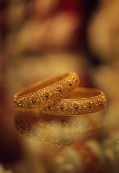 Gold Bangles Design, Gold Earrings Designs, Gold Jewellery Design, Necklace Designs, Gold Designs, Gold Jewelry Simple, Simple Necklace, Gold Necklace, Jewelry Photography