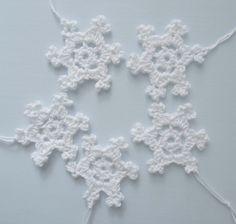 Häkelstern crochet white christmas star Schneestern weiß shabby Baumschmuck von Nostalgie Gretel häkelt und schenkt auf DaWanda.com