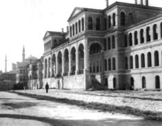 Bab-ı Ali - Bulunduğu yerde daha önce çeşitli sadrazamların konutları yer alan Bab-ı Ali'nin inşasına 1755 yılında başlanmıştır. 3 Temmuz 1756 tarihinde resmi açılışı yapılan Bab-ı Ali, 1808, 1826 ve 1839'da geçirdiği yangınlar sonrası tekrar inşaa edilmiştir.