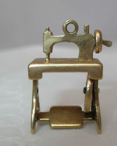 Vintage Movable Sewing Machine Charm