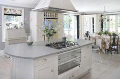 Stilvolle Küche mit großen Insel