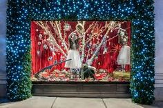 Resultado de imagem para decoração de natal para vitrines de lojas