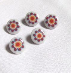 5 Red and Blue Flower Buttons Plastic by TextilesandThings