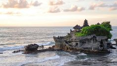 Tanah Lot Temple, Bali (by The Exo Guy)
