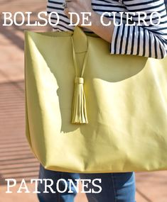 Bolso de Cuero Tote Patrones Gratis Tutorial – Manualidades Fes, Adele, Leather Bag Pattern, Diy Tote Bag, Handbag Patterns, Shopper Bag, Leather Craft, Leather Handbags, Purses