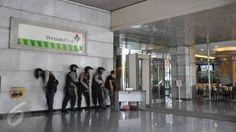 Sejumlah tim Antiteror Brimob saat melakukan penyergapan di Gedung Djakarta Theatre, Jakarta, Kamis (14/1). Gedung itu diduga adalah tempat bersembunyi pelaku ledakan Pos Polisi perempatan Sarinah Thamrin. (Liputan6.com/Gempur M Surya)