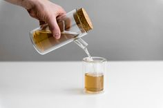 Ora Teapot is a minimalist design created by Germany-based designer Paul Loebach. This teapot and glasses make use of double-wall glass to eliminate the need for a handle. (4)